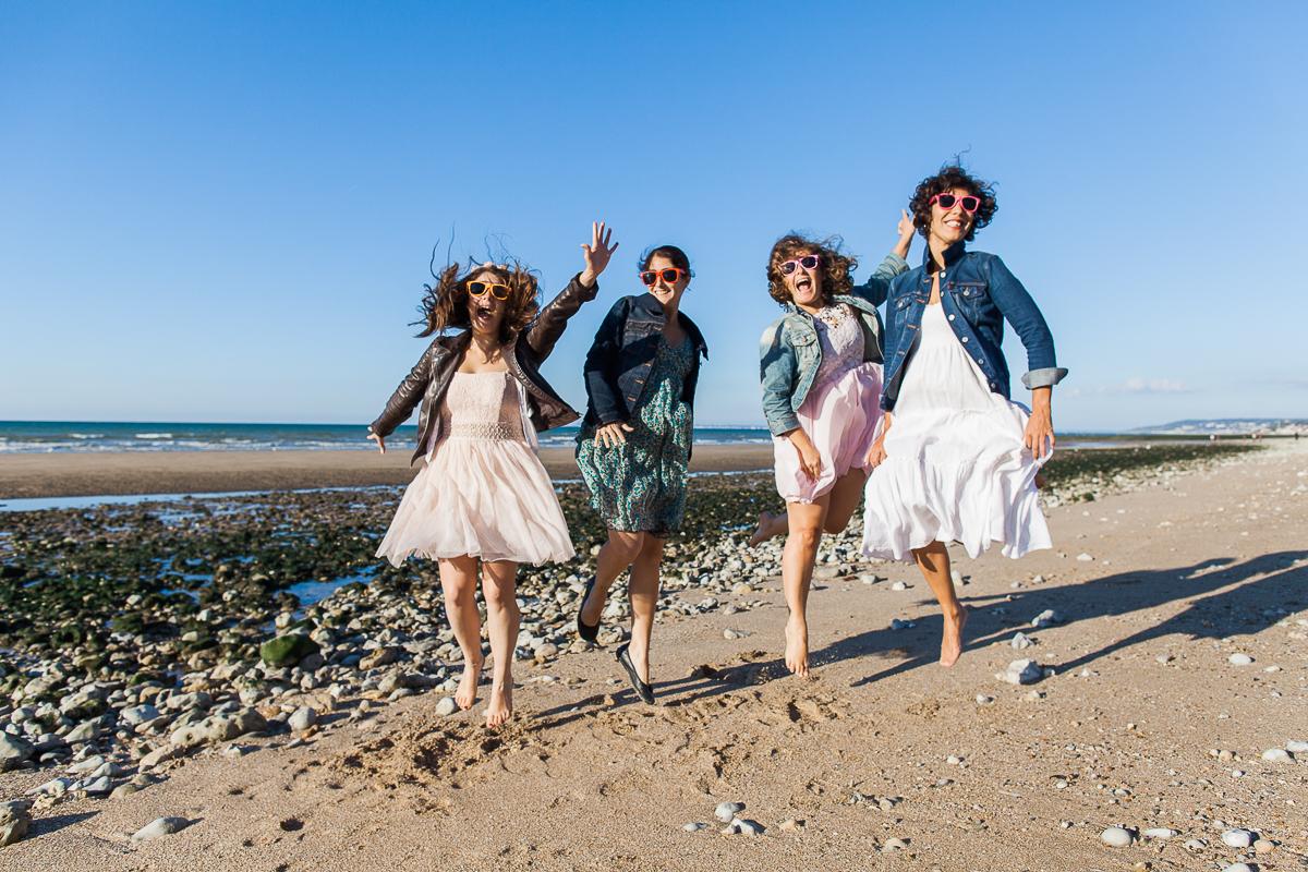 un-EVJF-à-la-mer-sur-la-plage-marine-szczepaniak-photographe-mariage-nord-pas-de-calais-17