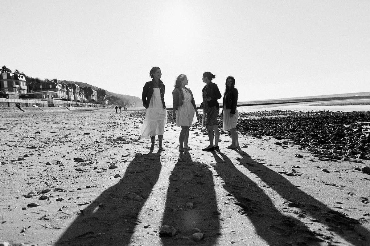 un-EVJF-à-la-mer-sur-la-plage-marine-szczepaniak-photographe-mariage-nord-pas-de-calais-18