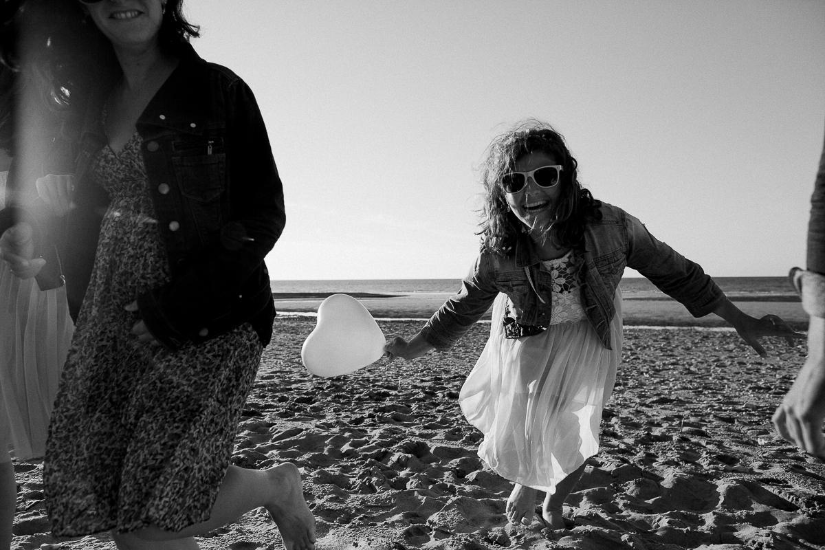 un-EVJF-à-la-mer-sur-la-plage-marine-szczepaniak-photographe-mariage-nord-pas-de-calais-25