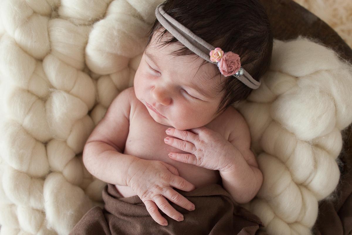 Séance-naissance-avec-bébé-au-studio-photo-photographe-maternité-nouveau-né-lille-béthune-lens-arras-marine-szczepaniak
