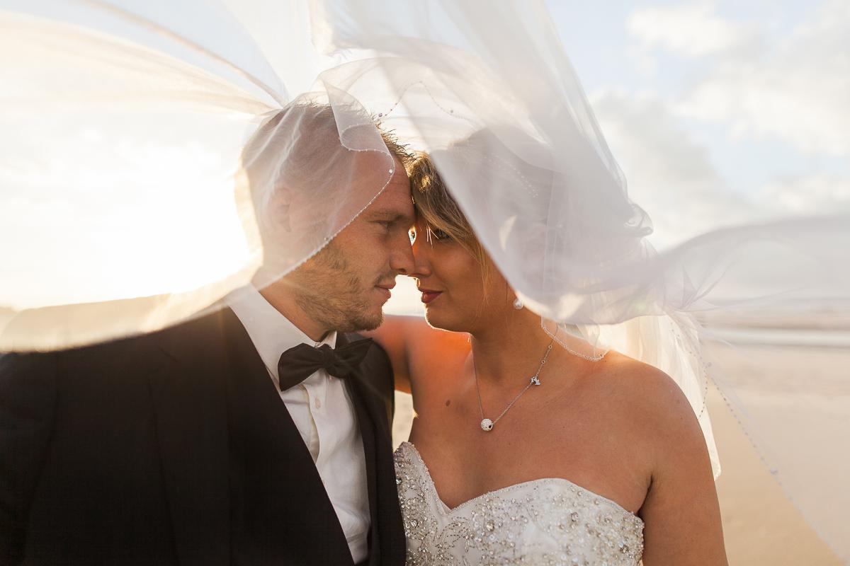 Day-after-sur-la-plage-à-la-mer-couché-du-soleil-golden-hour-Marine-Szczepaniak-Photographe-mariage-Nord-pas-de-calais-2