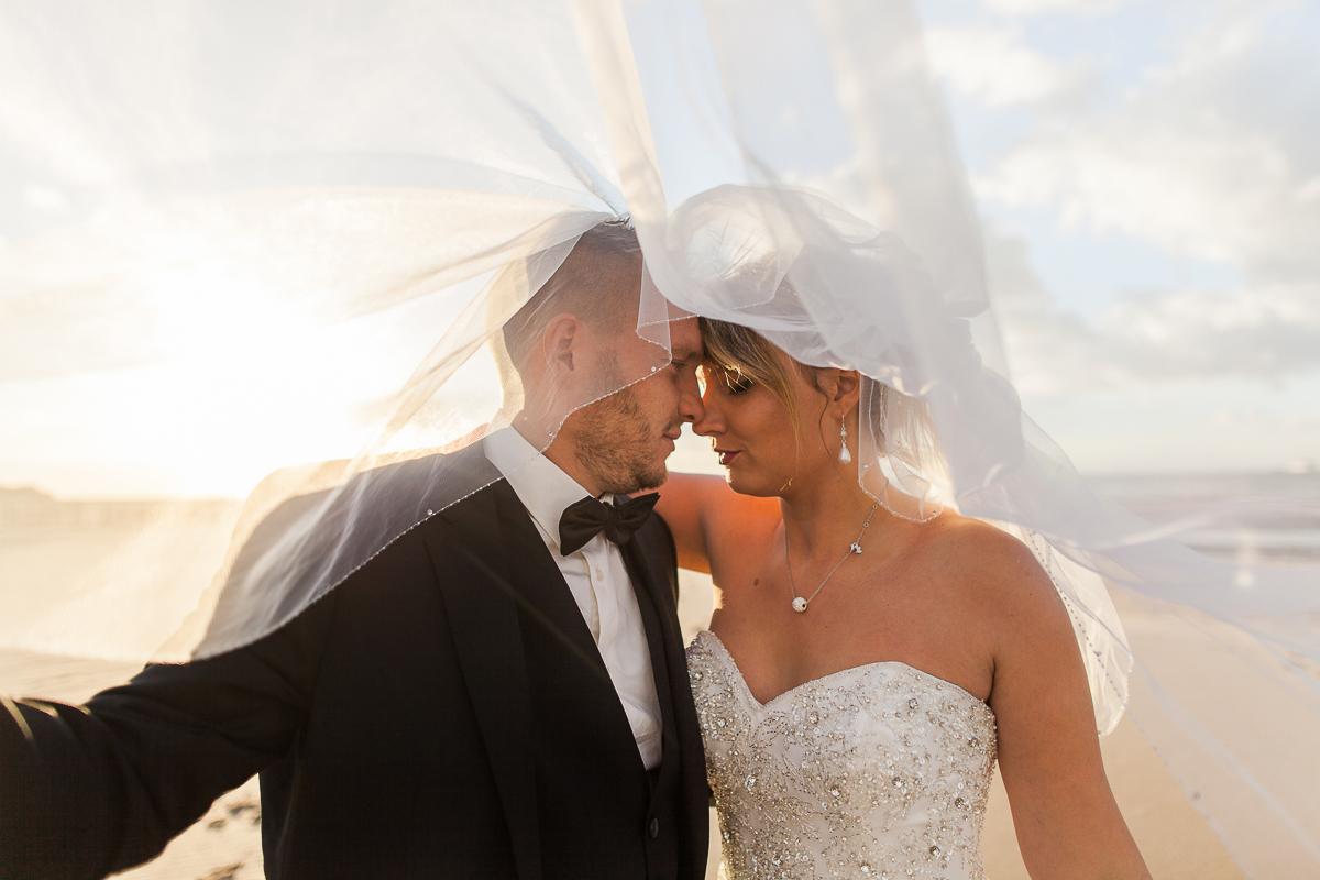 Day-after-sur-la-plage-à-la-mer-couché-du-soleil-golden-hour-Marine-Szczepaniak-Photographe-mariage-Nord-pas-de-calais-3