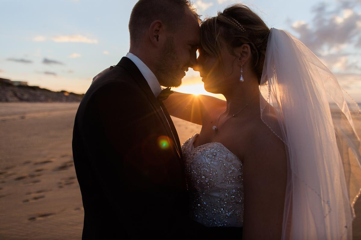 Day-after-sur-la-plage-à-la-mer-couché-du-soleil-golden-hour-Marine-Szczepaniak-Photographe-mariage-Nord-pas-de-calais-8