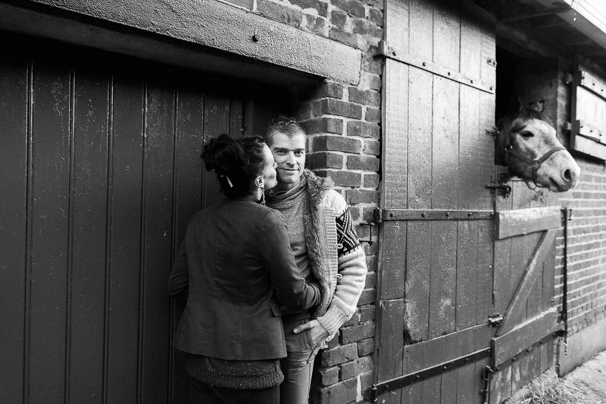 Séance-engagement-dans-une-ferme-champêtre-Marine-Szczepaniak-Photographe-mariage-lifestyle-nord-pas-de-calais-Lille-Béthune-Arras-Lens-11