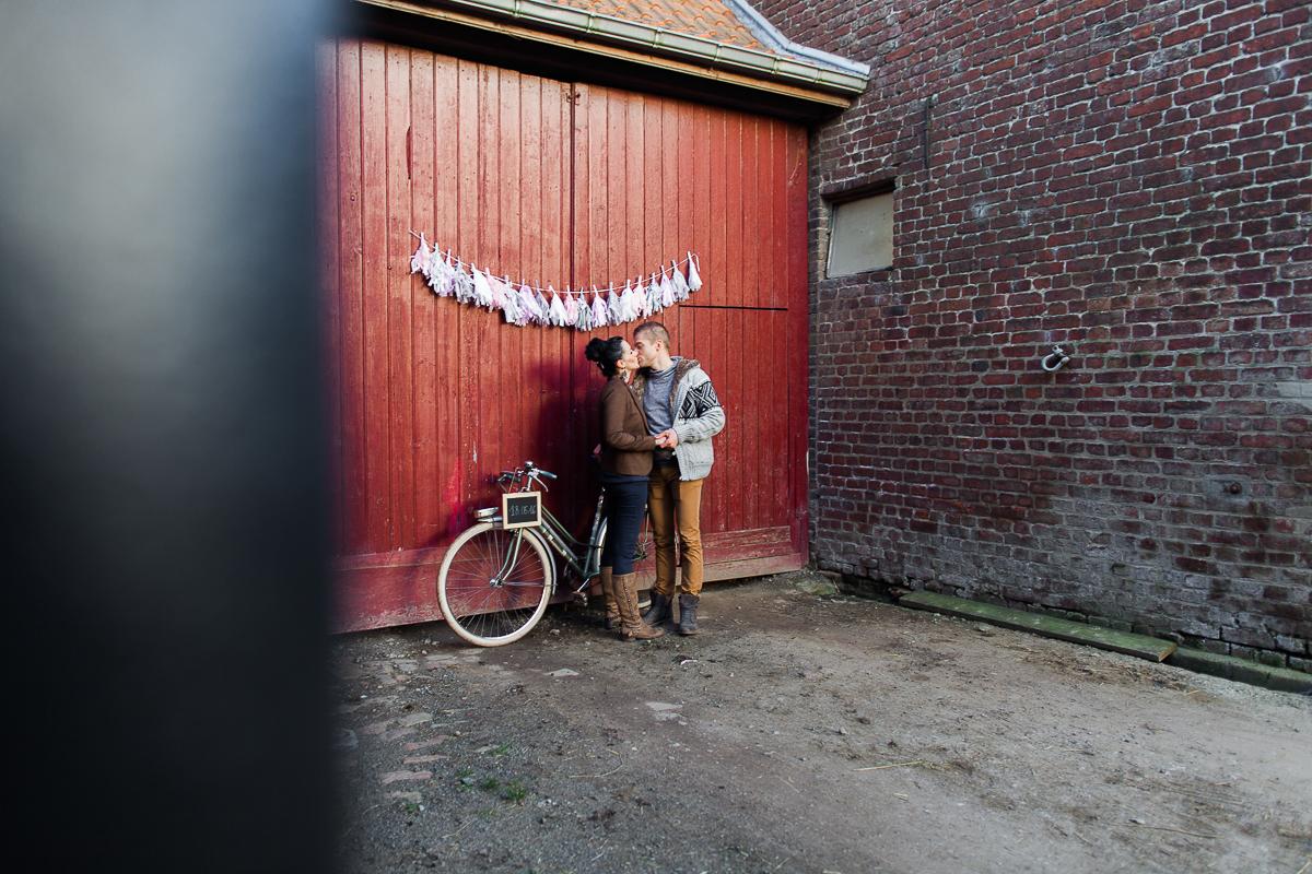 Séance-engagement-dans-une-ferme-champêtre-Marine-Szczepaniak-Photographe-mariage-lifestyle-nord-pas-de-calais-Lille-Béthune-Arras-Lens-6