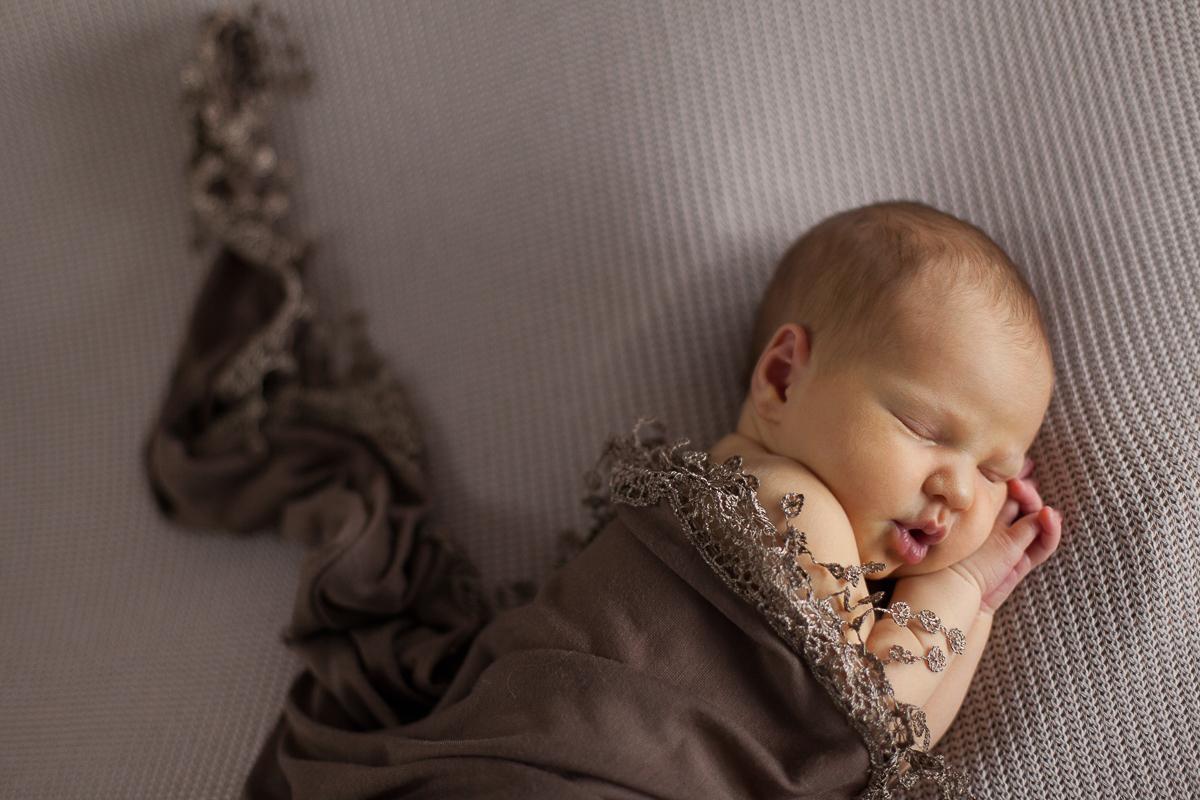 Séance-nouveau-né-au-studio-photo-photographe-bébé-naissance-enfant-nord-pas-de-calais-lille-béthune-lens-14