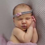 Séance nouveau-né au studio photo avec Océane
