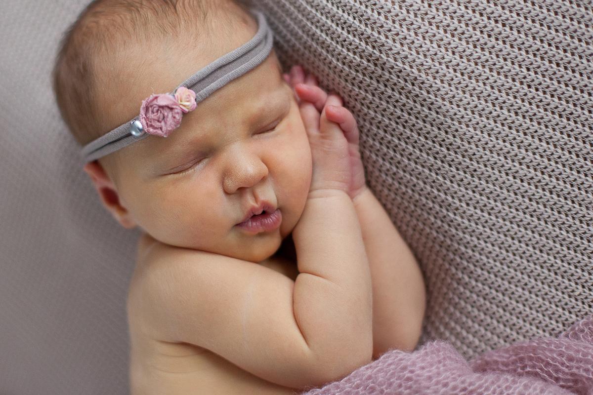 Séance-nouveau-né-au-studio-photo-photographe-bébé-naissance-enfant-nord-pas-de-calais-lille-béthune-lens-8