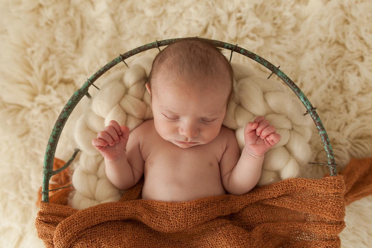 Photographe-naissance-béthune-photo-en-studio-nouveau-né-bébé-marine-szczepaniak-séance-avec-charlie-33