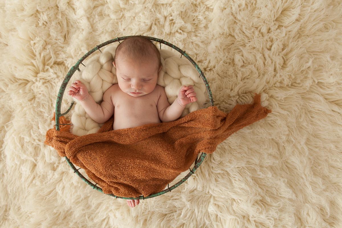 Photographe-naissance-béthune-photo-en-studio-nouveau-né-bébé-marine-szczepaniak-séance-avec-charlie-34