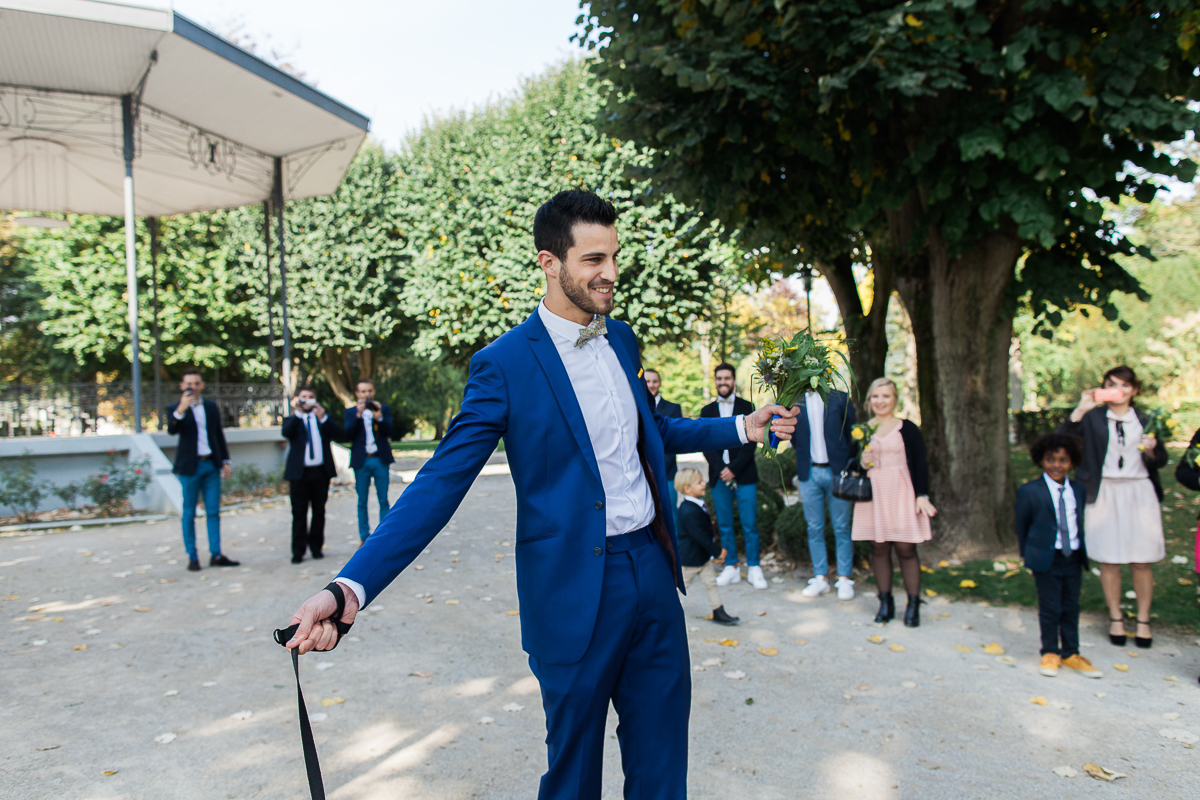 Un-mariage-vintage-jaune-et-bleu-en-moto-et-mini-cooper-au-manoir-des-lys-auchel-marine-szczepaniak-photographe-mariage-nord-pas-de-calais-50