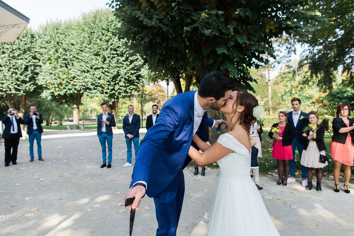 Un-mariage-vintage-jaune-et-bleu-en-moto-et-mini-cooper-au-manoir-des-lys-auchel-marine-szczepaniak-photographe-mariage-nord-pas-de-calais-51