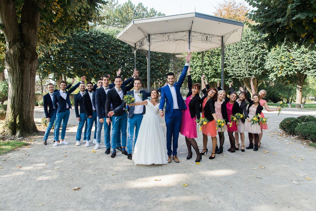 Un-mariage-vintage-jaune-et-bleu-en-moto-et-mini-cooper-au-manoir-des-lys-auchel-marine-szczepaniak-photographe-mariage-nord-pas-de-calais-62