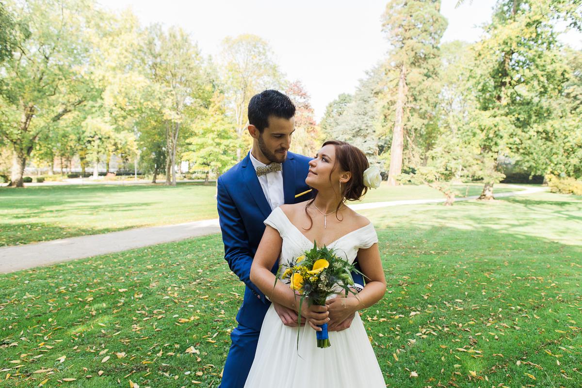 Un-mariage-vintage-jaune-et-bleu-en-moto-et-mini-cooper-au-manoir-des-lys-auchel-marine-szczepaniak-photographe-mariage-nord-pas-de-calais-69