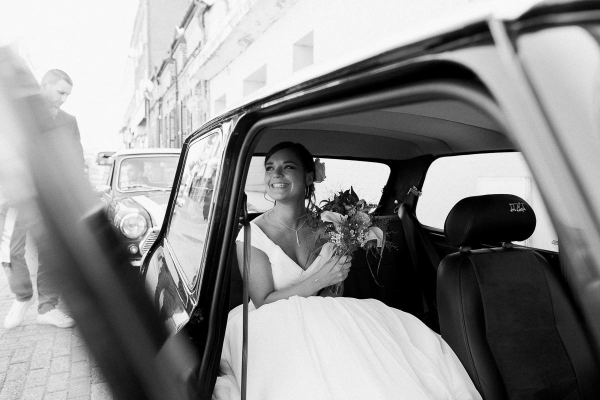 Un-mariage-vintage-jaune-et-bleu-en-moto-et-mini-cooper-au-manoir-des-lys-auchel-marine-szczepaniak-photographe-mariage-nord-pas-de-calais-80
