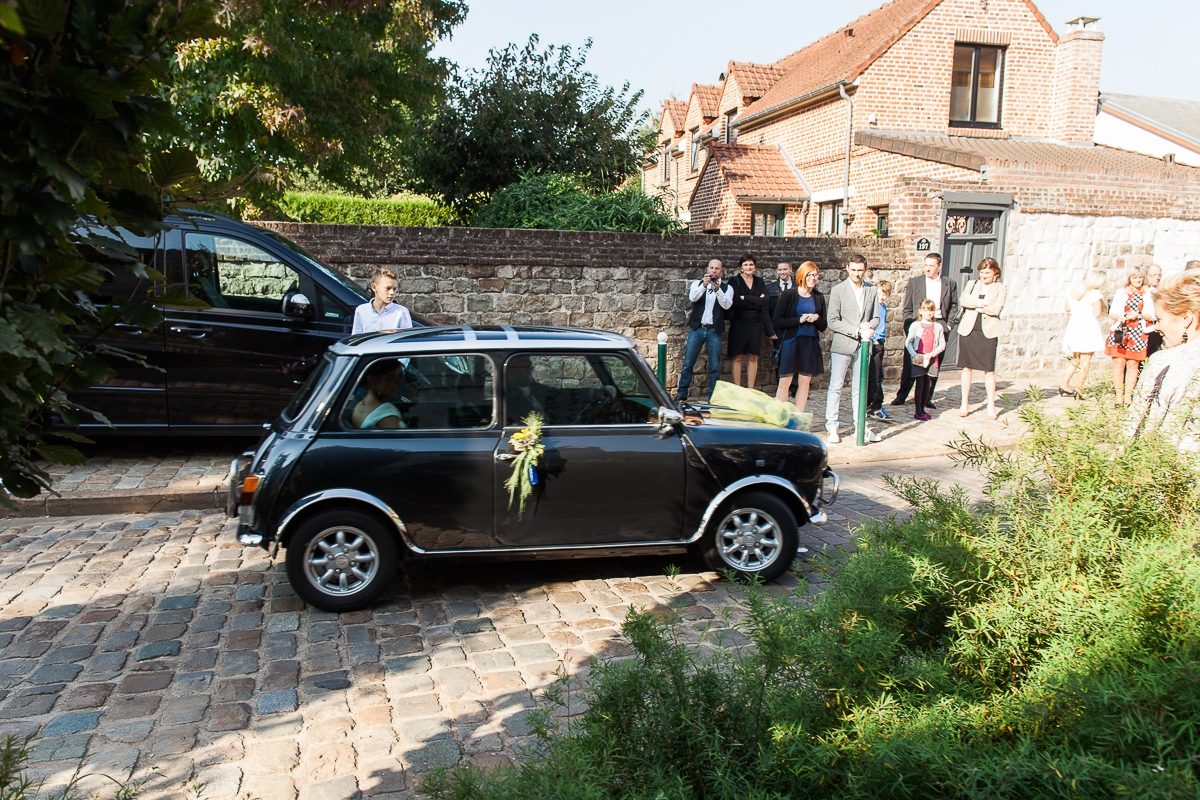 Un-mariage-vintage-jaune-et-bleu-en-moto-et-mini-cooper-au-manoir-des-lys-auchel-marine-szczepaniak-photographe-mariage-nord-pas-de-calais-110