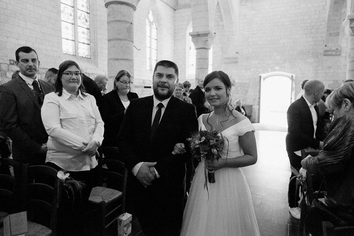 Un-mariage-vintage-jaune-et-bleu-en-moto-et-mini-cooper-au-manoir-des-lys-auchel-marine-szczepaniak-photographe-mariage-nord-pas-de-calais-114