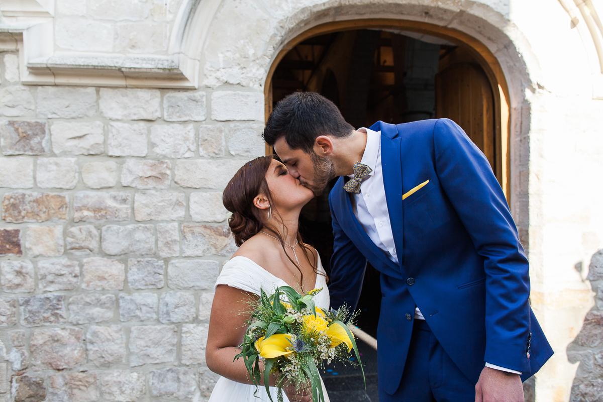Un-mariage-vintage-jaune-et-bleu-en-moto-et-mini-cooper-au-manoir-des-lys-auchel-marine-szczepaniak-photographe-mariage-nord-pas-de-calais-145