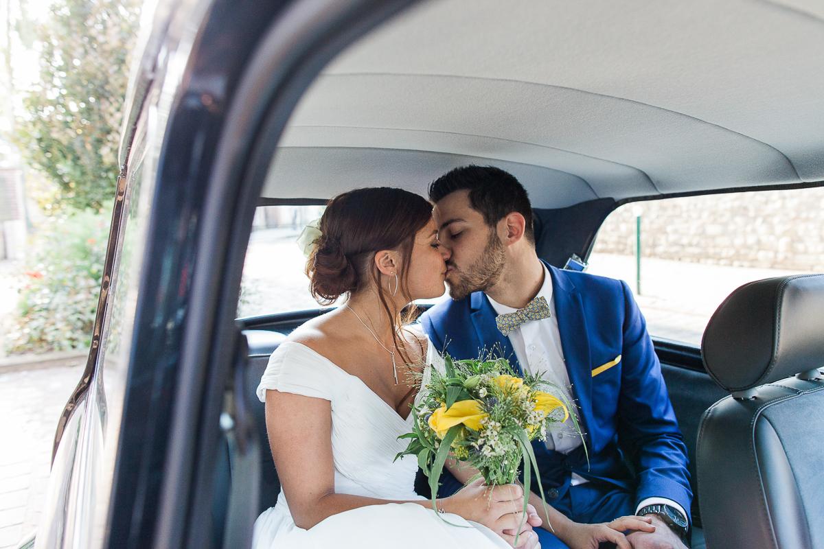 Un-mariage-vintage-jaune-et-bleu-en-moto-et-mini-cooper-au-manoir-des-lys-auchel-marine-szczepaniak-photographe-mariage-nord-pas-de-calais-153