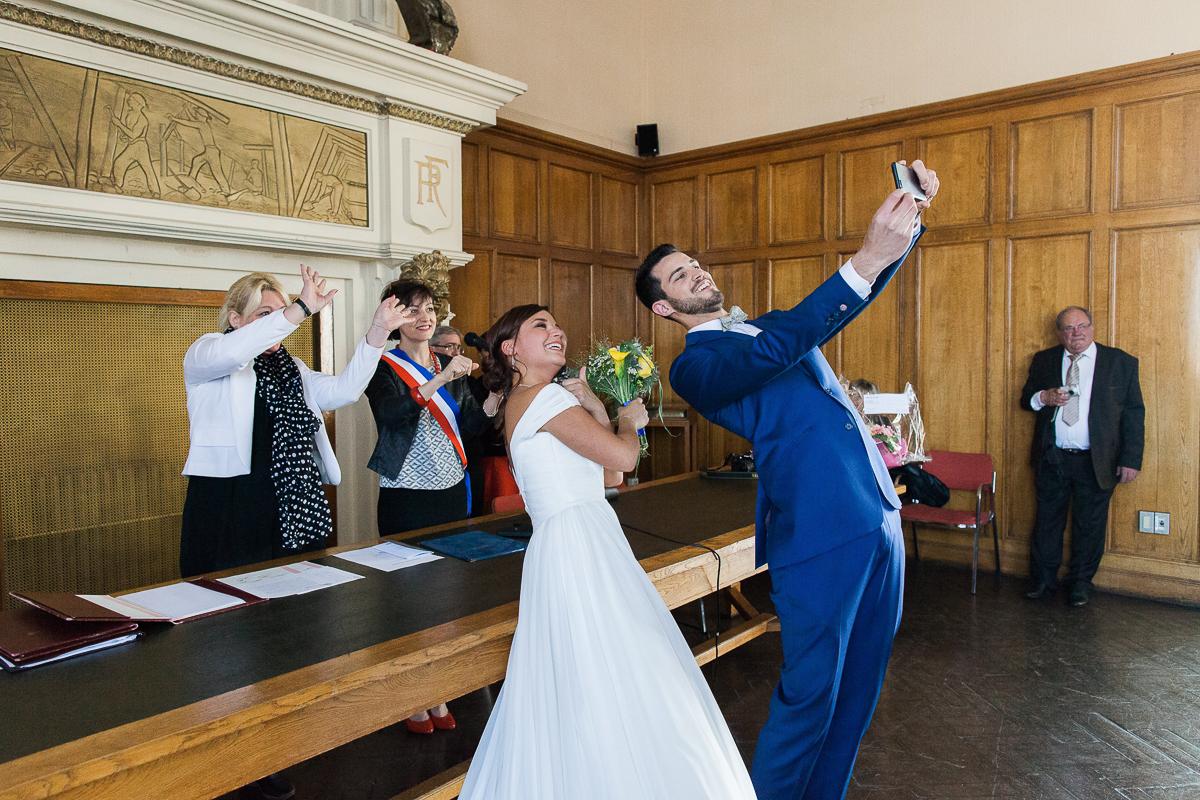 Un-mariage-vintage-jaune-et-bleu-en-moto-et-mini-cooper-au-manoir-des-lys-auchel-marine-szczepaniak-photographe-mariage-nord-pas-de-calais-93