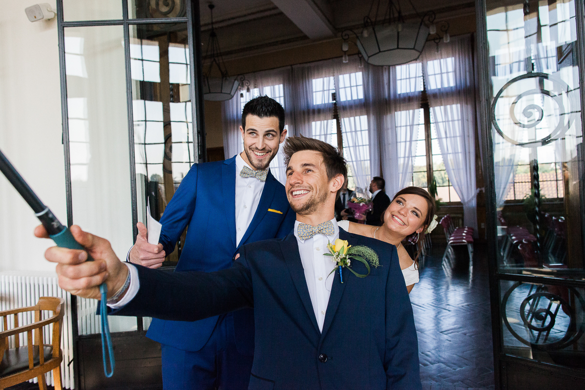 Un-mariage-vintage-jaune-et-bleu-en-moto-et-mini-cooper-au-manoir-des-lys-auchel-marine-szczepaniak-photographe-mariage-nord-pas-de-calais-96