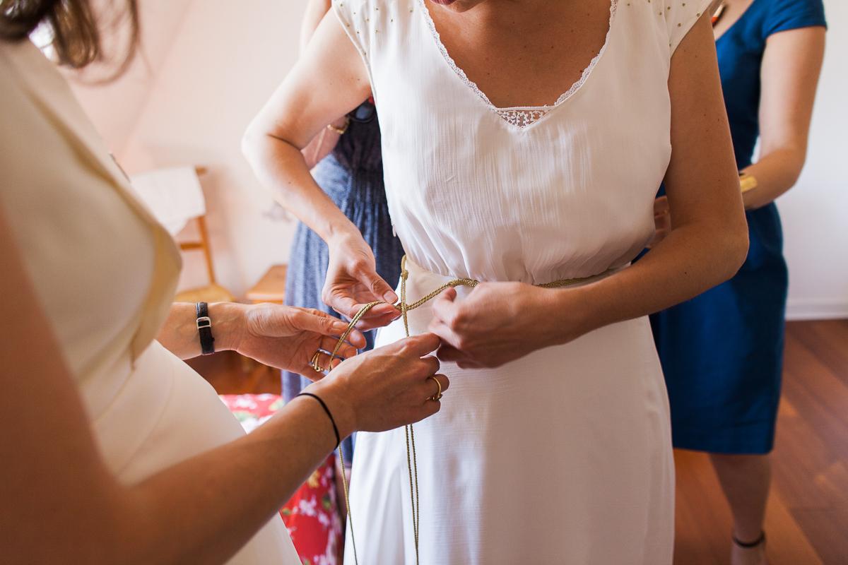 Un-mariage-champêtre-en-Bretagne-en-liberty-jaune-et-bleu-sous-le-soleil-julie-guillaume-marine-szczepaniak-photographe-mariage-nord-pas-de-calais-lille-lens-béthune-arras-lillers-18