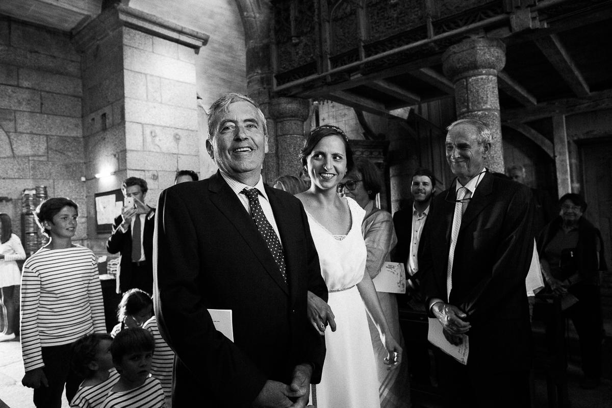Un-mariage-champêtre-en-Bretagne-en-liberty-jaune-et-bleu-sous-le-soleil-julie-guillaume-marine-szczepaniak-photographe-mariage-nord-pas-de-calais-lille-lens-béthune-arras-lillers-20