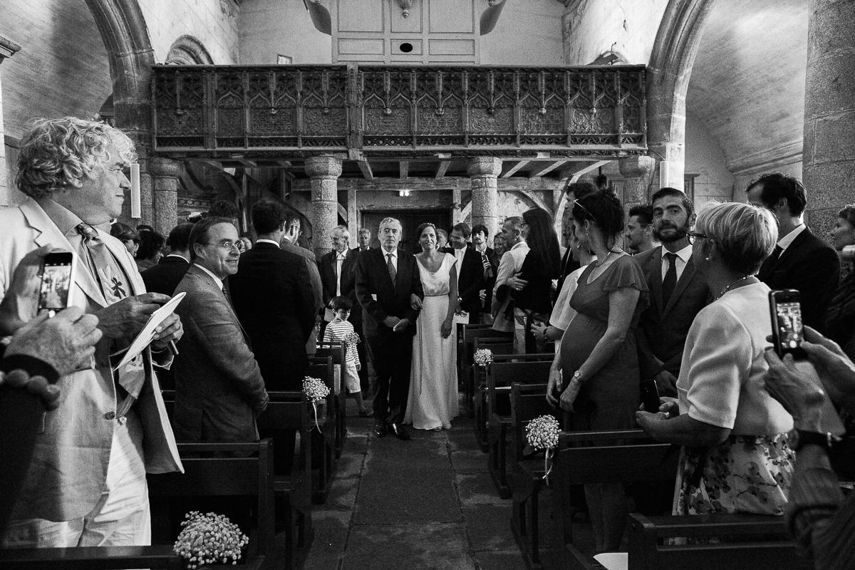 Un-mariage-champêtre-en-Bretagne-en-liberty-jaune-et-bleu-sous-le-soleil-julie-guillaume-marine-szczepaniak-photographe-mariage-nord-pas-de-calais-lille-lens-béthune-arras-lillers-21