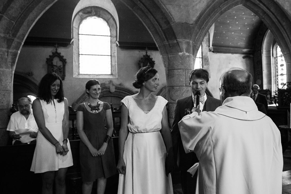 Un-mariage-champêtre-en-Bretagne-en-liberty-jaune-et-bleu-sous-le-soleil-julie-guillaume-marine-szczepaniak-photographe-mariage-nord-pas-de-calais-lille-lens-béthune-arras-lillers-24