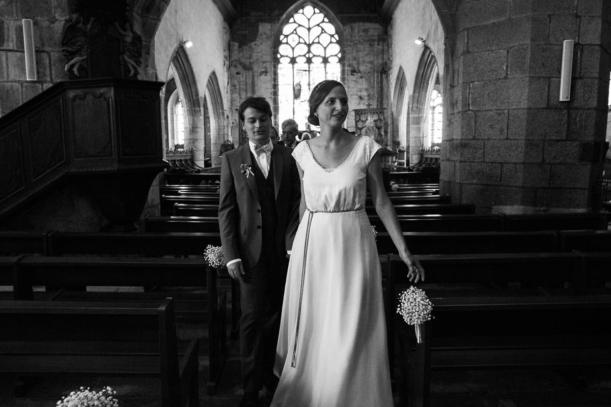 Un-mariage-champêtre-en-Bretagne-en-liberty-jaune-et-bleu-sous-le-soleil-julie-guillaume-marine-szczepaniak-photographe-mariage-nord-pas-de-calais-lille-lens-béthune-arras-lillers-26