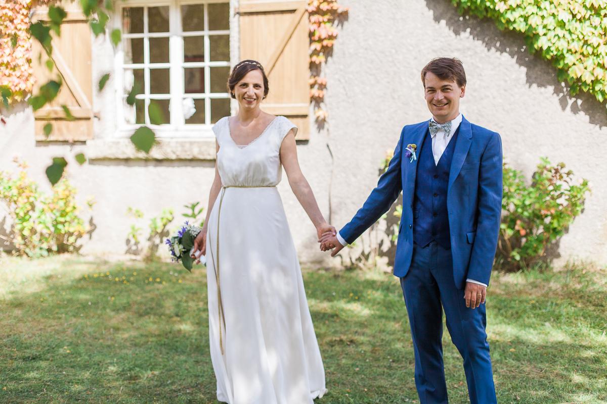 Un-mariage-champêtre-en-Bretagne-en-liberty-jaune-et-bleu-sous-le-soleil-julie-guillaume-marine-szczepaniak-photographe-mariage-nord-pas-de-calais-lille-lens-béthune-arras-lillers-33