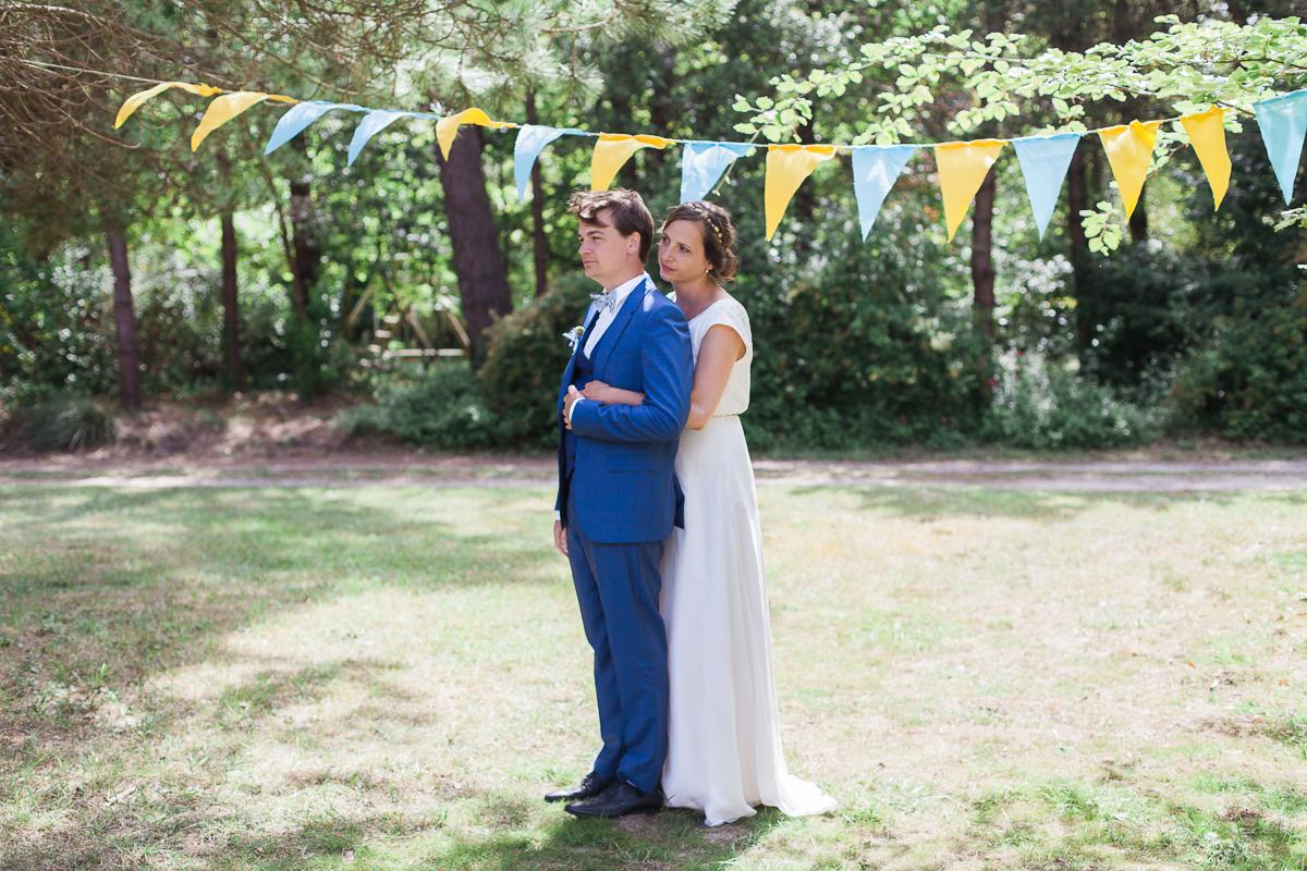 Un-mariage-champêtre-en-Bretagne-en-liberty-jaune-et-bleu-sous-le-soleil-julie-guillaume-marine-szczepaniak-photographe-mariage-nord-pas-de-calais-lille-lens-béthune-arras-lillers-39