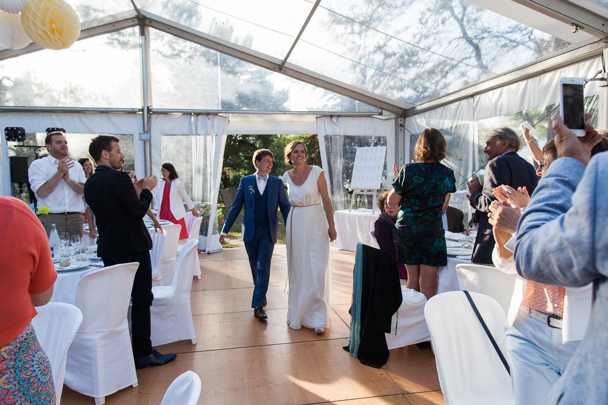 Un-mariage-champêtre-en-Bretagne-en-liberty-jaune-et-bleu-sous-le-soleil-julie-guillaume-marine-szczepaniak-photographe-mariage-nord-pas-de-calais-lille-lens-béthune-arras-lillers-44