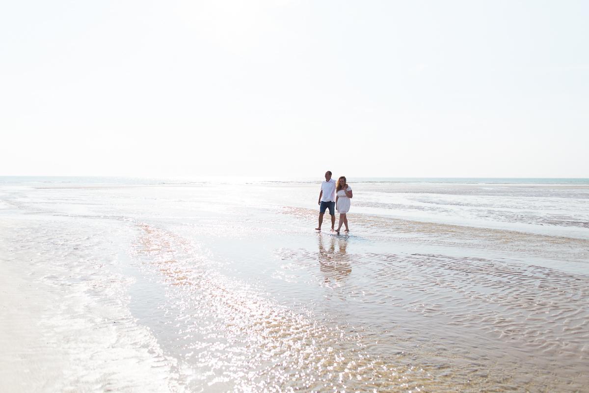 Séance-engagement-à-la-plage-en-bord-de-mer-à-Hardelot-Marine-Szczepaniak-photographe-mariage-nord-pas-de-calais-0010
