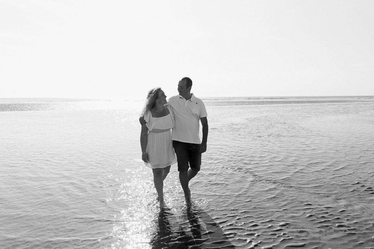Séance-engagement-à-la-plage-en-bord-de-mer-à-Hardelot-Marine-Szczepaniak-photographe-mariage-nord-pas-de-calais-01