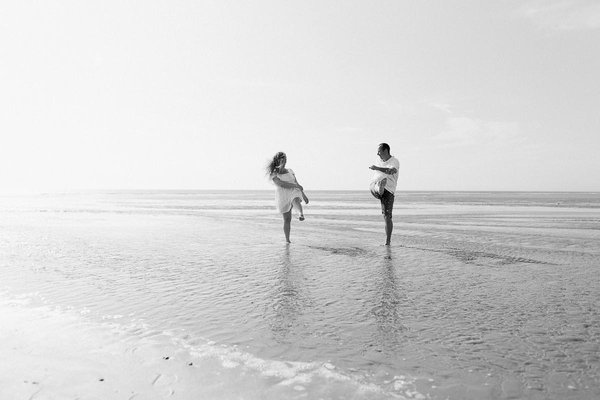 Séance-engagement-à-la-plage-en-bord-de-mer-à-Hardelot-Marine-Szczepaniak-photographe-mariage-nord-pas-de-calais-02