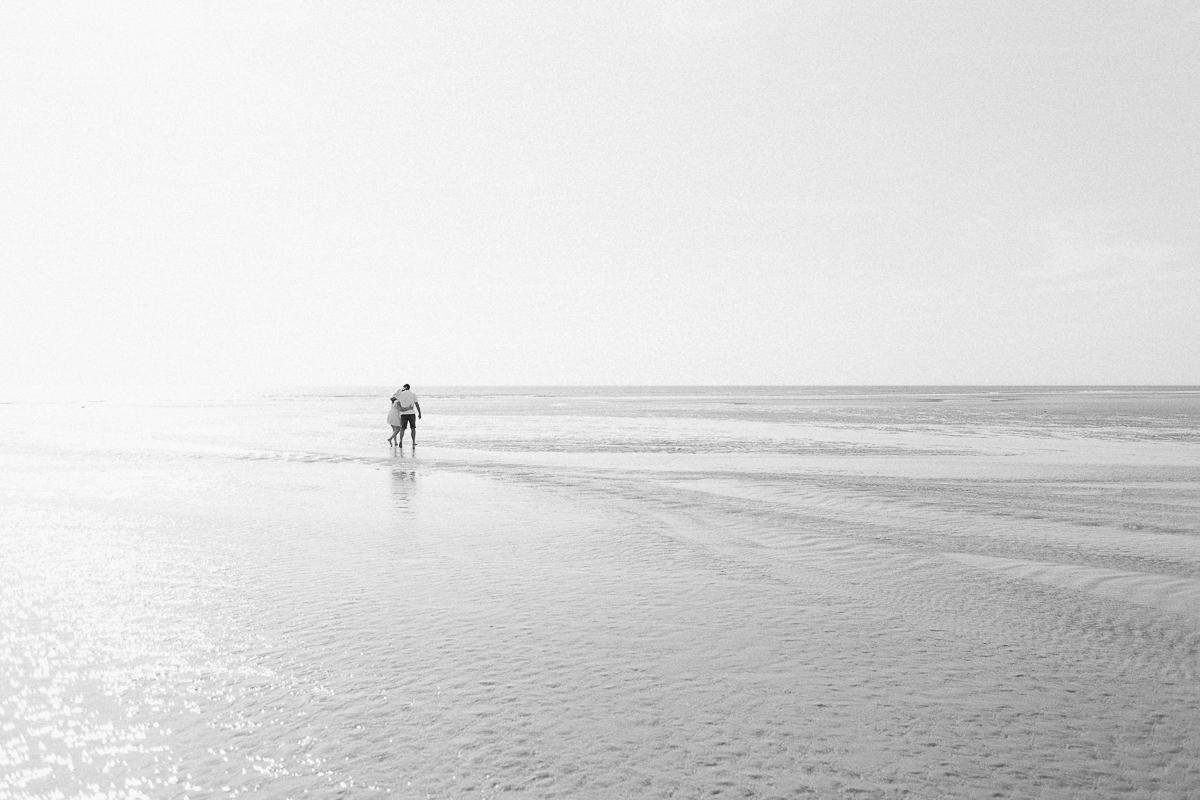 Séance-engagement-à-la-plage-en-bord-de-mer-à-Hardelot-Marine-Szczepaniak-photographe-mariage-nord-pas-de-calais-07