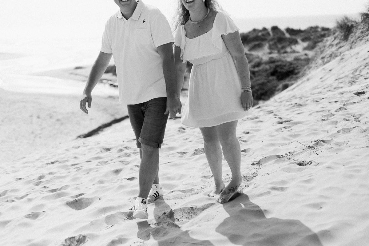 Séance-engagement-à-la-plage-en-bord-de-mer-à-Hardelot-Marine-Szczepaniak-photographe-mariage-nord-pas-de-calais-11
