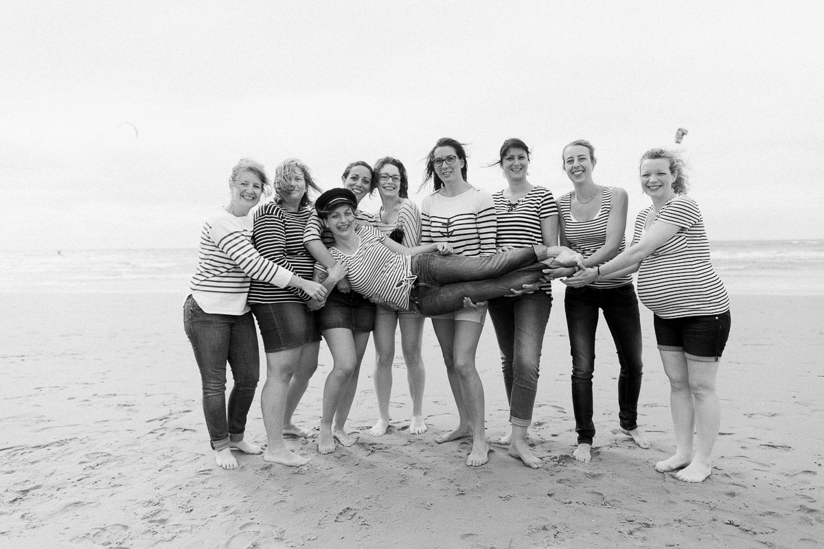 EVJF-à-la-plage-wissant-dans-les-dunes-marine-szczepaniak-photographe-lifestyle-mariage-naissance-nord-pas-de-calais-lille-lens-béthune-arras-58