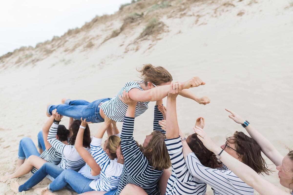 EVJF-à-la-plage-wissant-dans-les-dunes-marine-szczepaniak-photographe-lifestyle-mariage-naissance-nord-pas-de-calais-lille-lens-béthune-arras-92