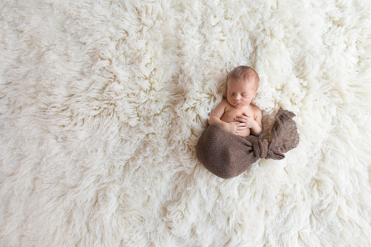 Seance-naissance-au-studio-photo-bethune-mael-bebe-posing-marine-szczepaniak-13