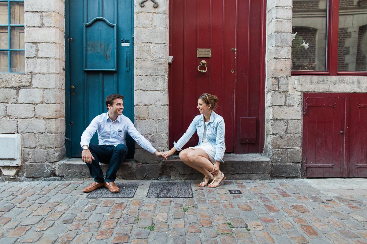 Seance-couple-dans-le-vieux-lille-engagement-avant-le-mariage-marine-szczepaniak-photographe-mariage-lifestyle-nord-pas-de-calais-bethune-lille-lens-arras-21