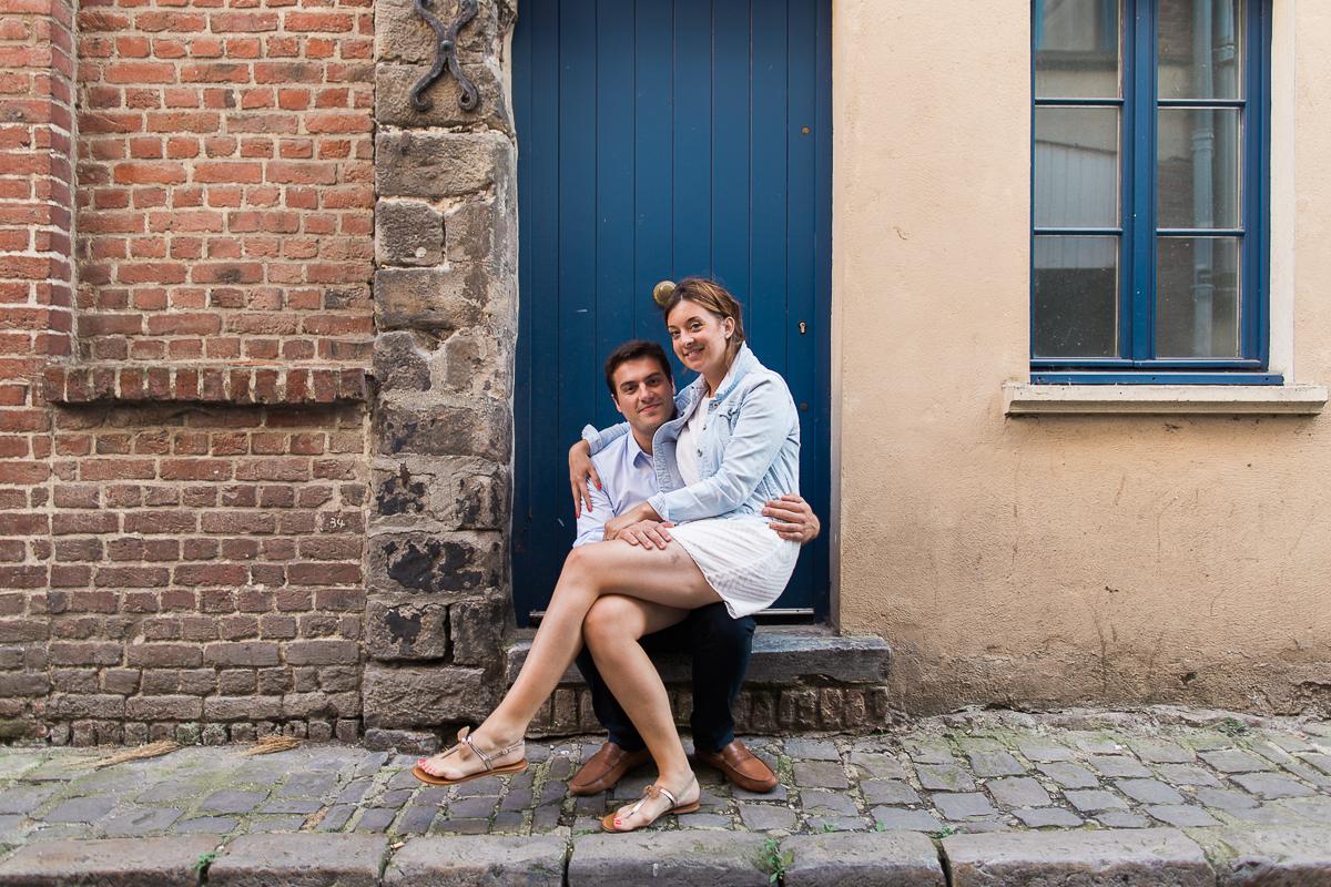 Seance-couple-dans-le-vieux-lille-engagement-avant-le-mariage-marine-szczepaniak-photographe-mariage-lifestyle-nord-pas-de-calais-bethune-lille-lens-arras-24