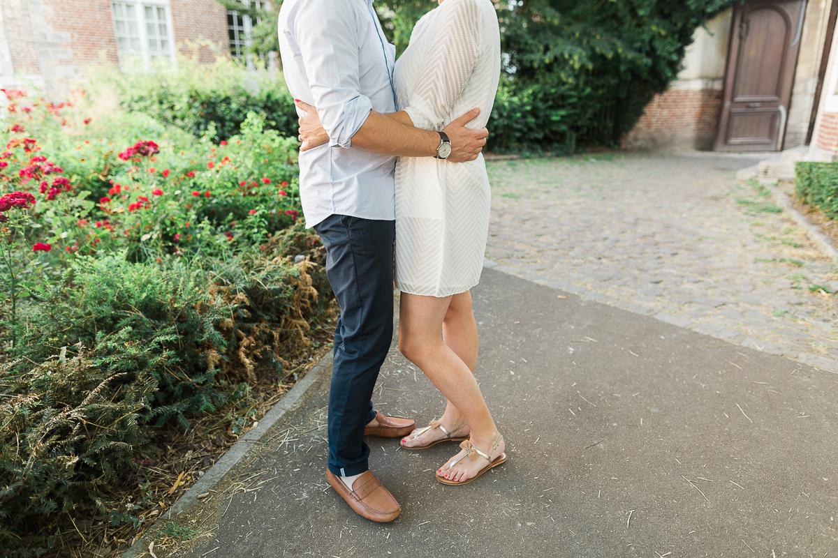 Seance-couple-dans-le-vieux-lille-engagement-avant-le-mariage-marine-szczepaniak-photographe-mariage-lifestyle-nord-pas-de-calais-bethune-lille-lens-arras-37