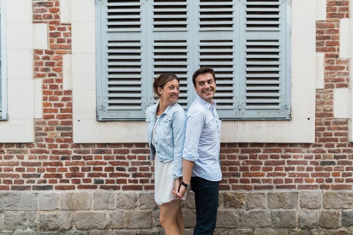 Seance-couple-dans-le-vieux-lille-engagement-avant-le-mariage-marine-szczepaniak-photographe-mariage-lifestyle-nord-pas-de-calais-bethune-lille-lens-arras-45