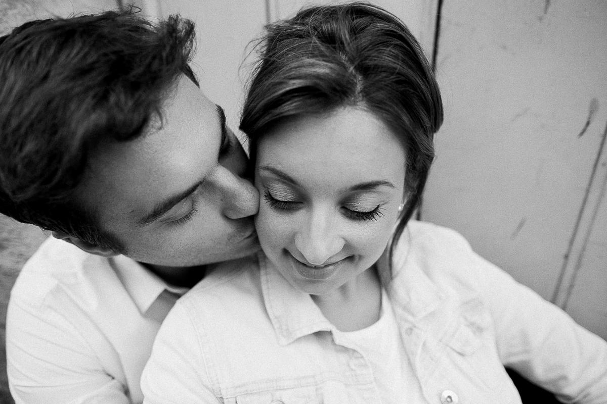 Seance-couple-dans-le-vieux-lille-engagement-avant-le-mariage-marine-szczepaniak-photographe-mariage-lifestyle-nord-pas-de-calais-bethune-lille-lens-arras-52