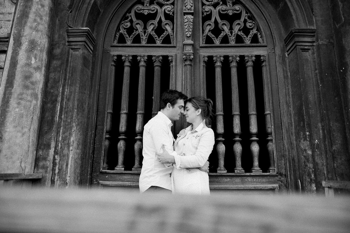 Seance-couple-dans-le-vieux-lille-engagement-avant-le-mariage-marine-szczepaniak-photographe-mariage-lifestyle-nord-pas-de-calais-bethune-lille-lens-arras-79