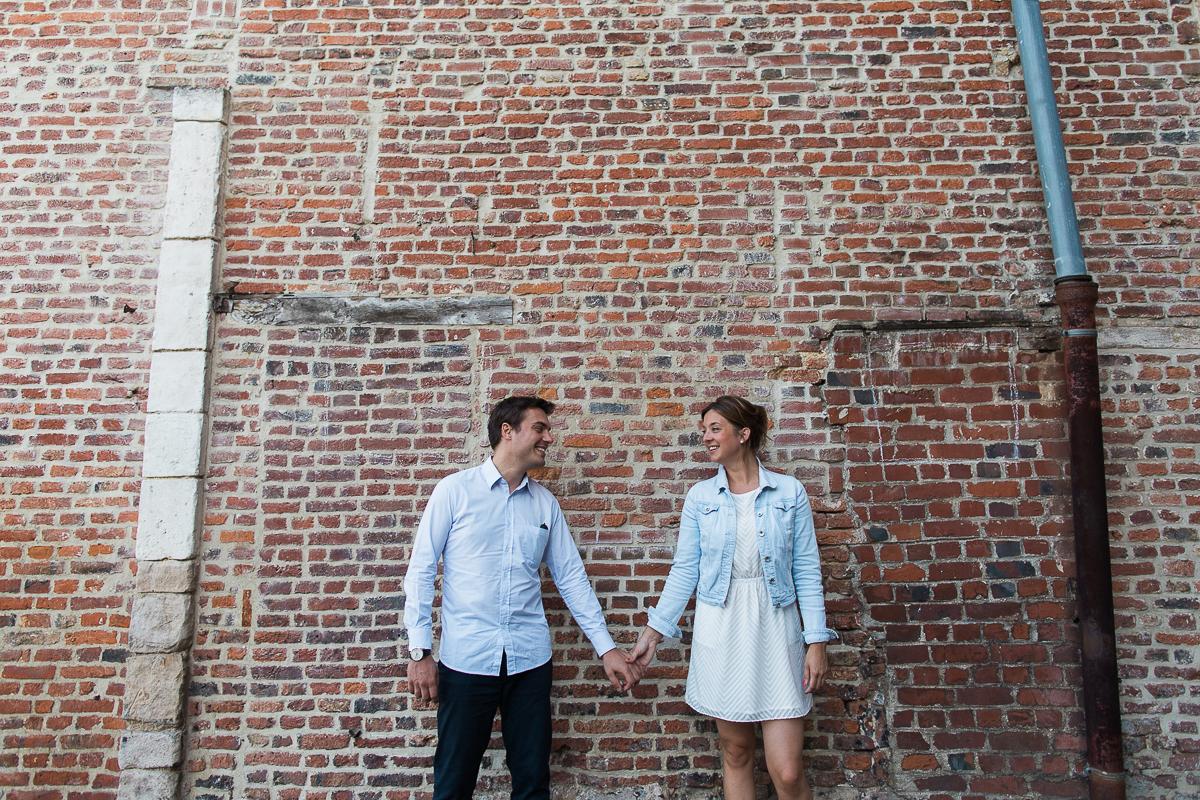 Seance-couple-dans-le-vieux-lille-engagement-avant-le-mariage-marine-szczepaniak-photographe-mariage-lifestyle-nord-pas-de-calais-bethune-lille-lens-arras-8
