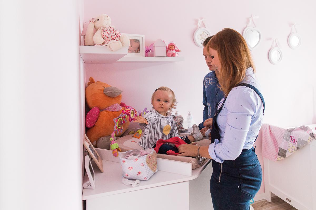 seance-en-famille-dans-la-chambre-de-rose-marine-szczepaniak-photographe-lifestyle-famille-naissance-enfant-nord-pas-de-calais-bethune-lille-45