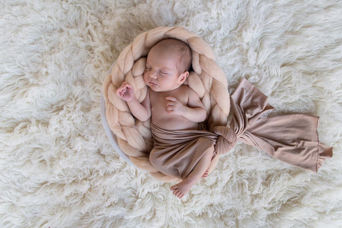 seance-photo-naissance-a-bethune-avec-corentin-marine-szczepaniak-photographe-naissance-bebe-nouveau-ne-pas-de-calais